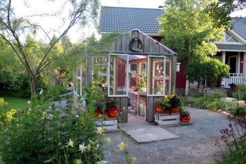 Lintukodon puutarha- Miia Malinen